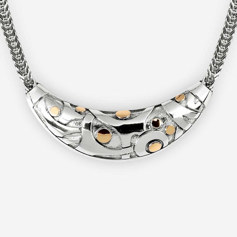 Collar de plata abstracto con los puntos de oro de 14k.
