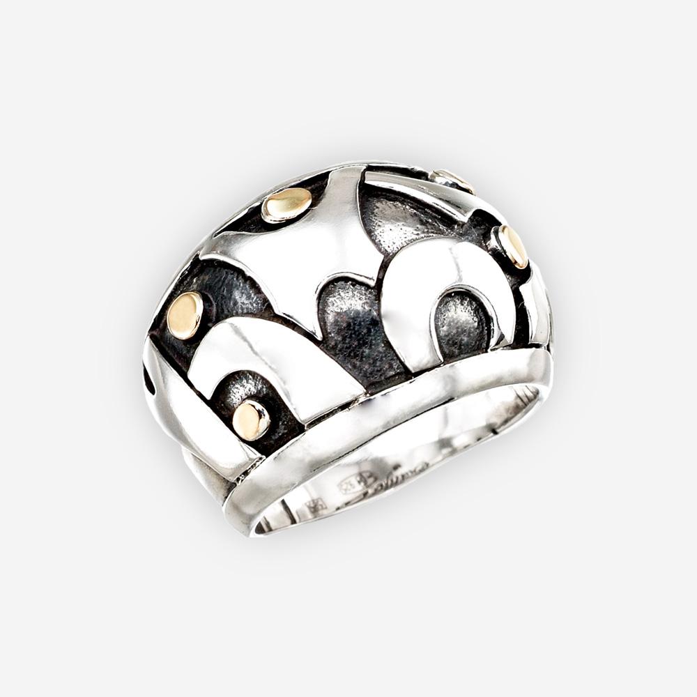El anillo de plata abstracto con los puntos del oro 14k y se hace a mano en la plata fina .925.