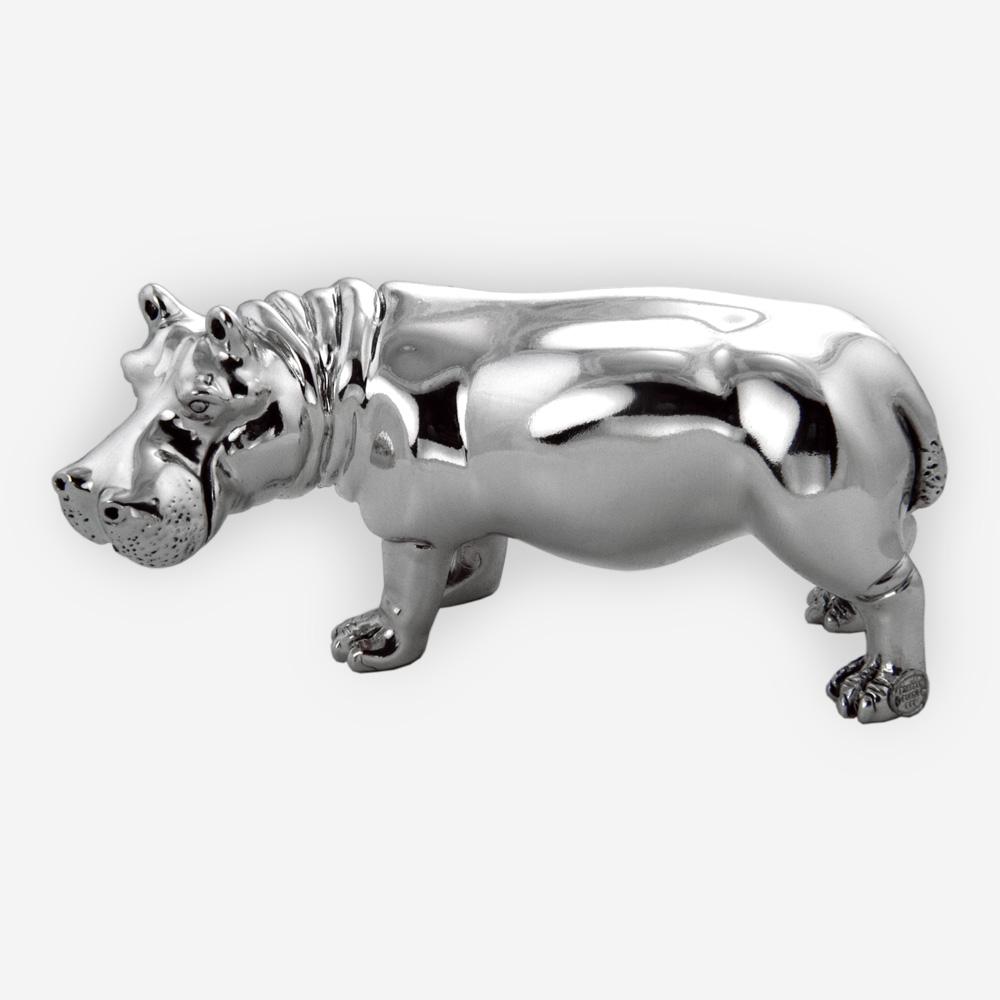 Escultura de hipopótamo con acabado pulido.