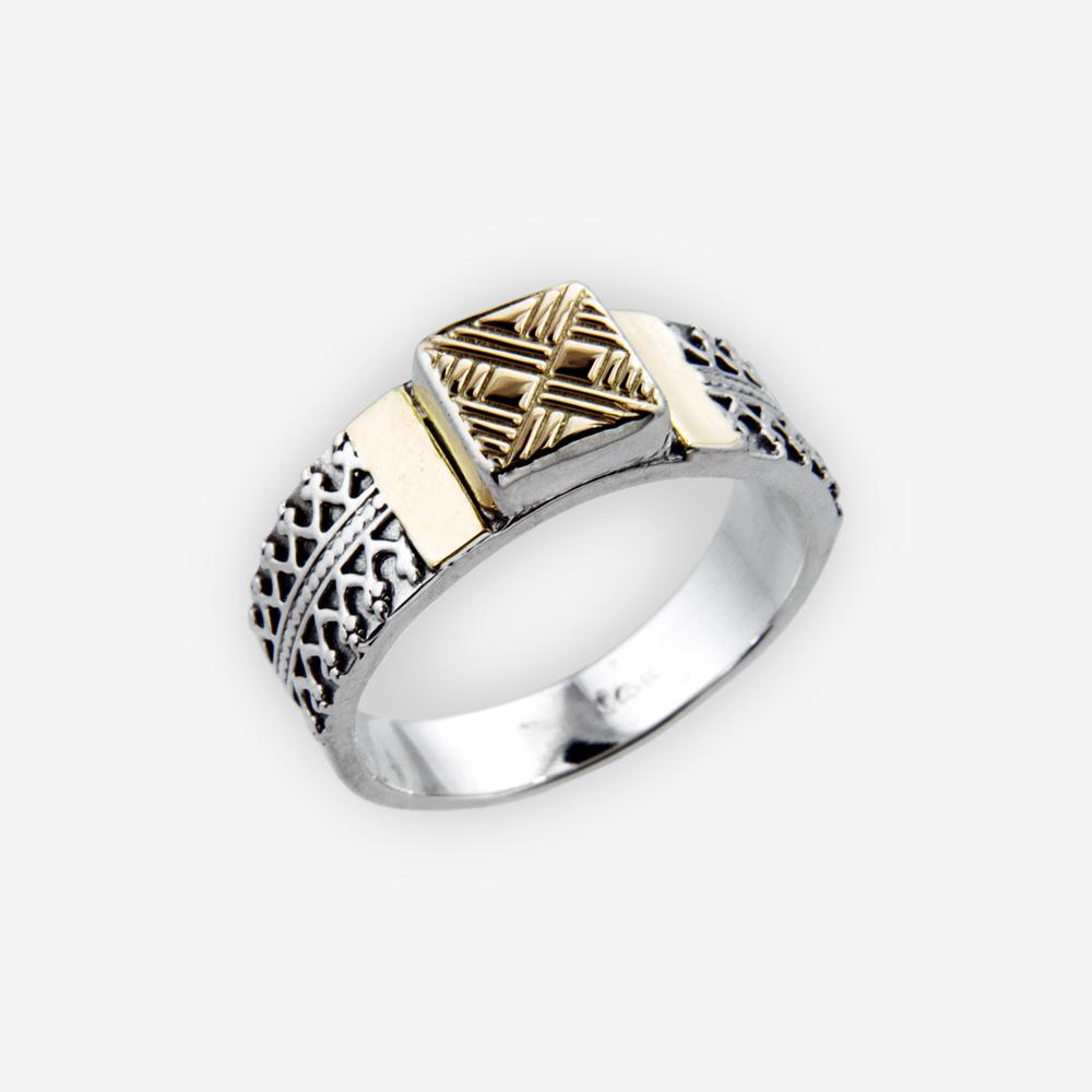 Anillo precioso está fabricado de plata .925 oxidado con un detalle superior de oro 14k.