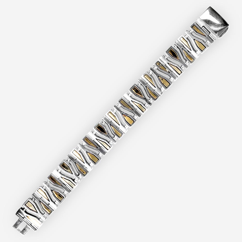 Brazalete en Fragmentos geométricos de plata con enlaces hechos a mano de plata y acentos de oro.