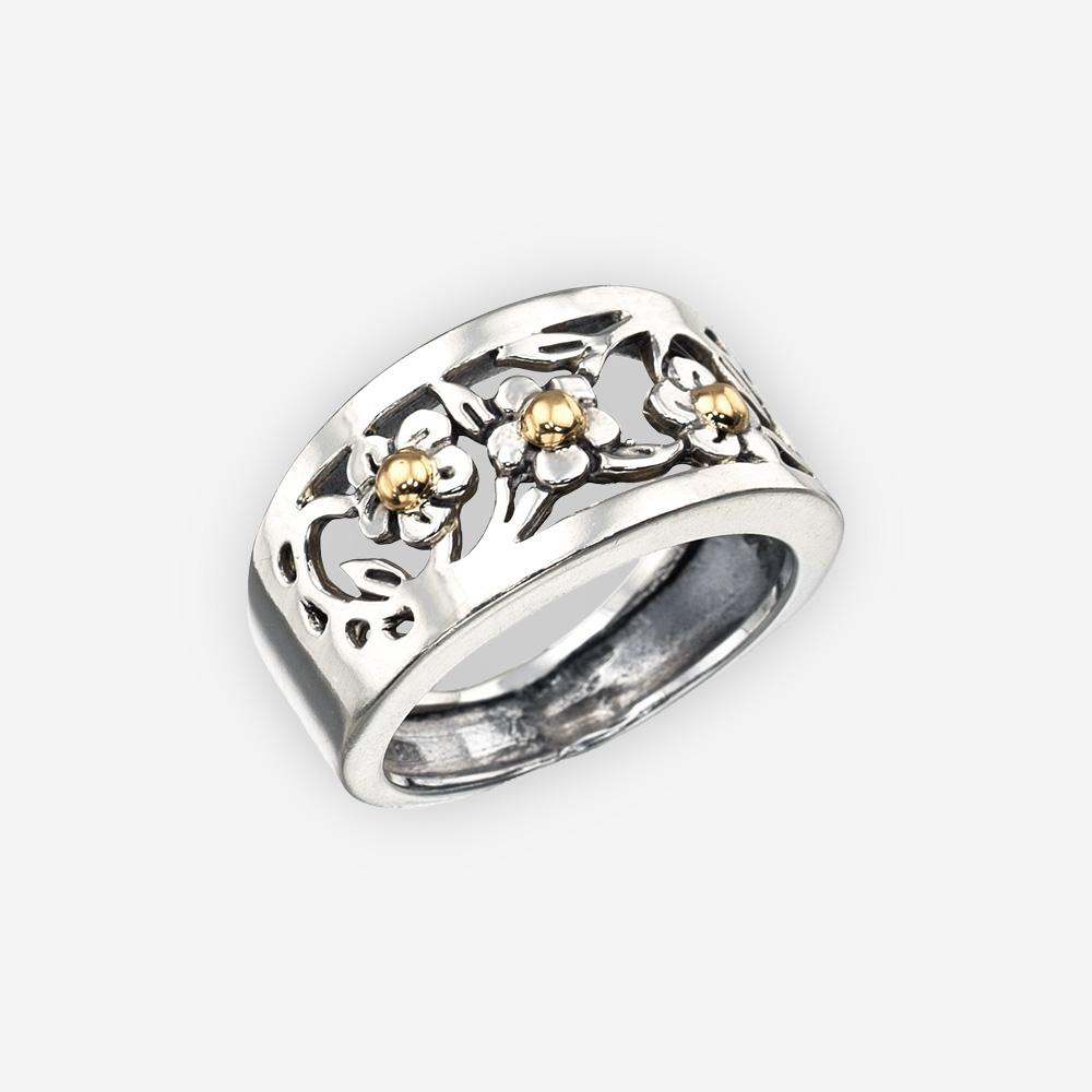 Anillo de plata enrejado con una flor dorada hecha de plata .925 y acentos de oro de 14k.