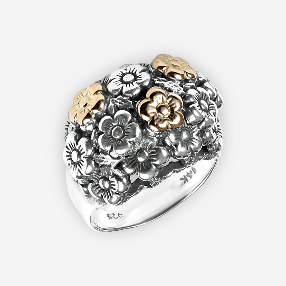 El anillo de plata con flores doradas elaboró de plata fina .925 y el oro 14k.