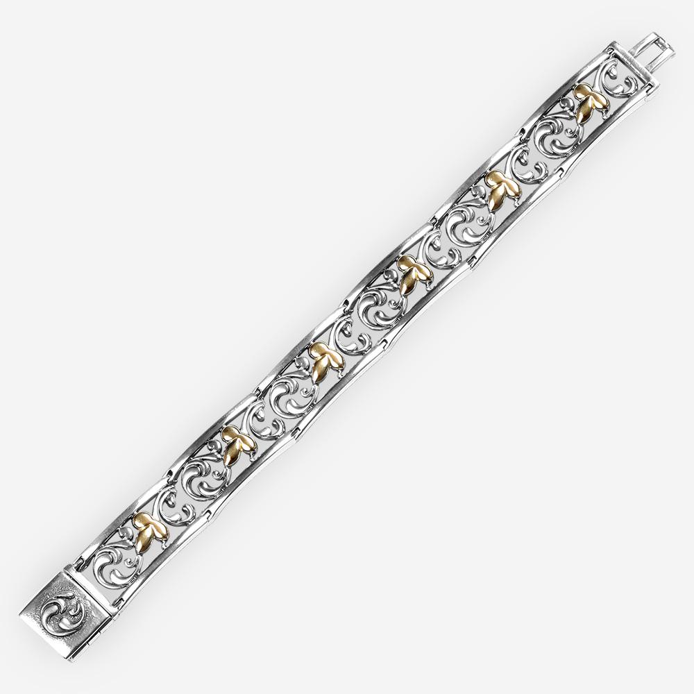 Pulsera de dos tonos de plata fina con figuras de hojas de oro de 14k y filigranas de fondo.
