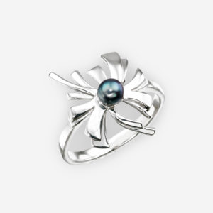 Japanese flower silver ring with a freshwater black pearl.