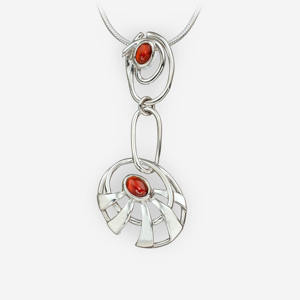 Pendiente largo abstracto de la plata del sol que ofrece la piedra preciosa del granate.