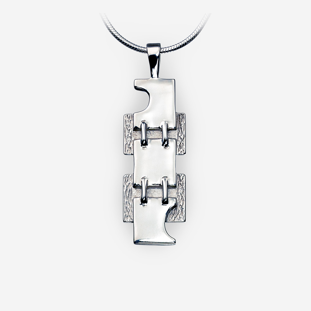Pendiente unisex de plata mediana con diseño moderno de la cadena.