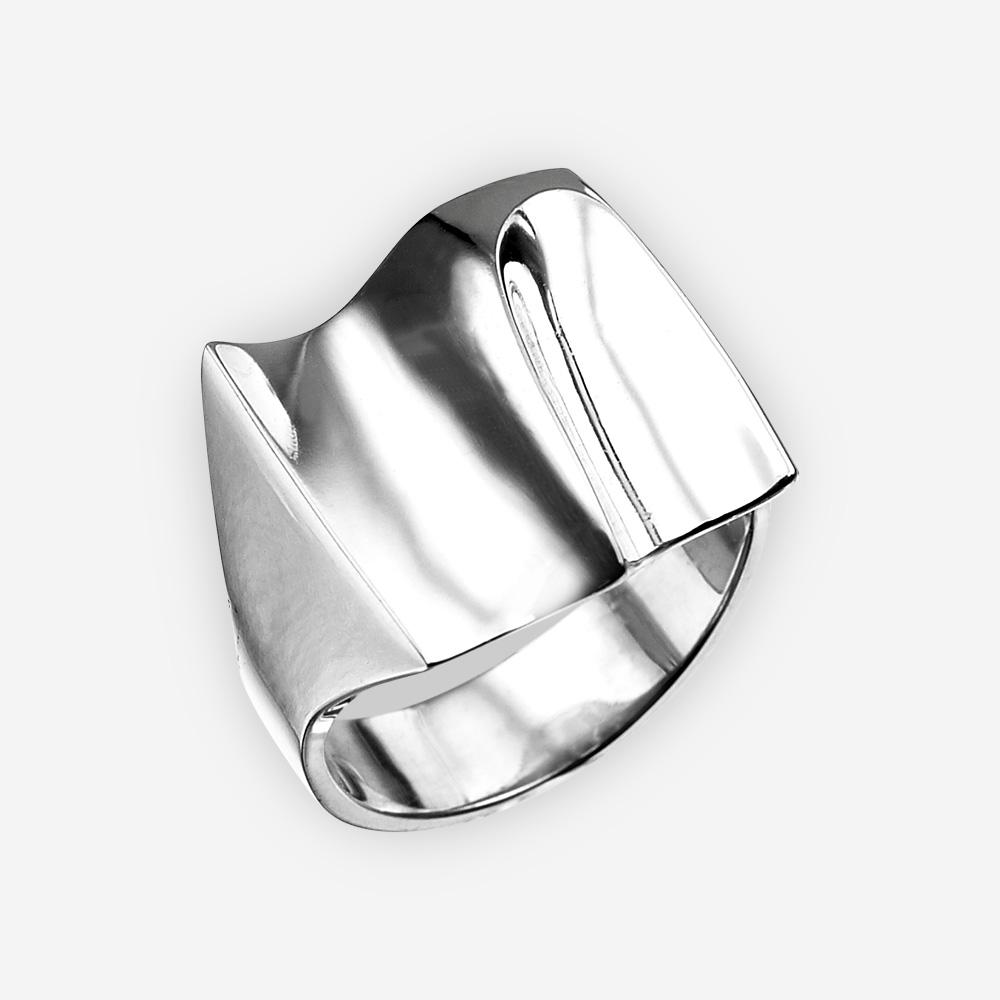 Anillo moderno de plata en forma de ola del mar hecho a mano de plata fina 925.