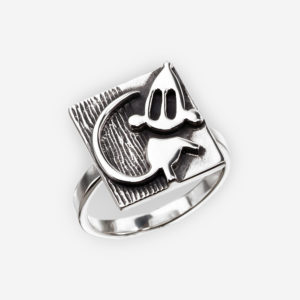 Oxidized sterling silver mouse ring with a textured background and mouse motif.