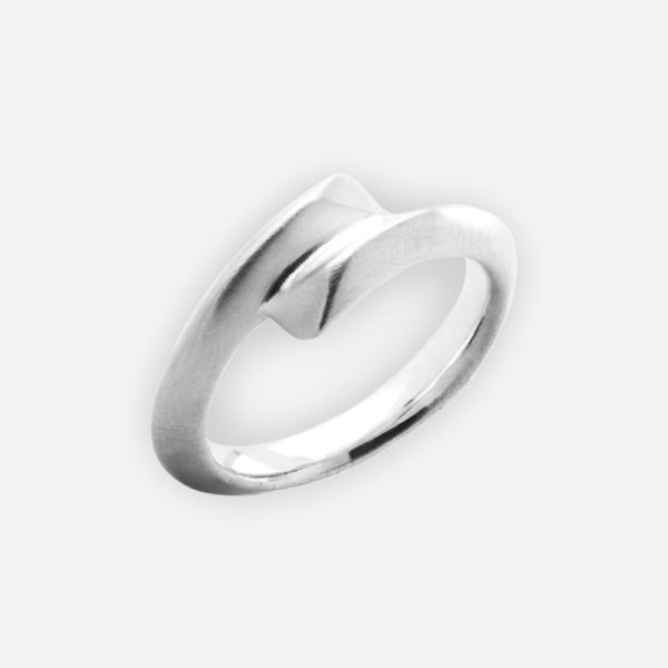 Plain sterling silver ring featuring an overlapping design upper.