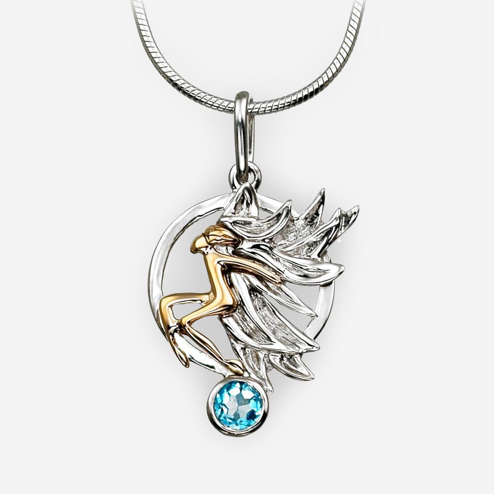 Pendiente redondo de plata de ángel dorado hecho de oro 14k y plata fina .925 con un solo topacio azul.