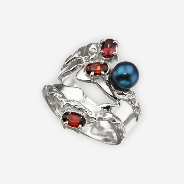 Silver Art Deco ring with garnet and black pearls and is crafted in 925 sterling silver.