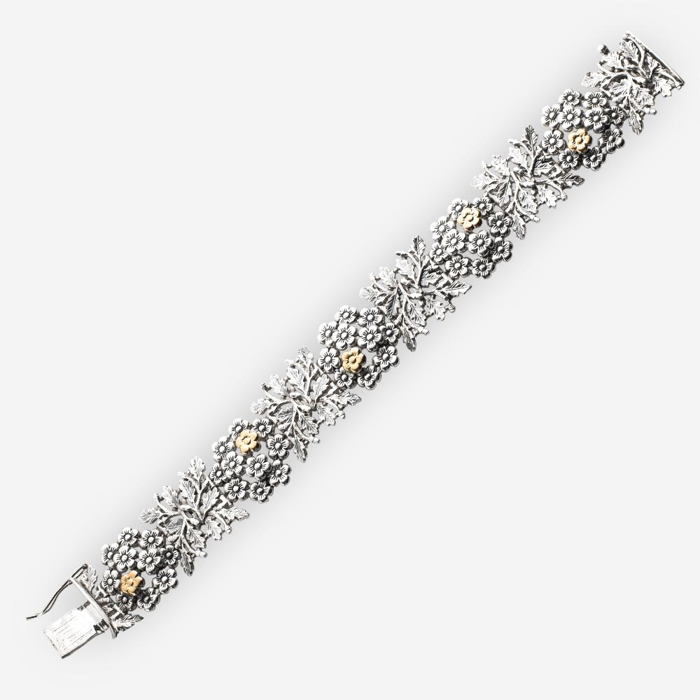 Pulsera floral de plata con acentos en forma de una flor de oro de 14k.