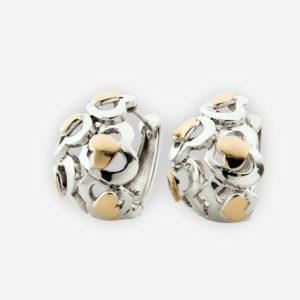 Aretes de aro huggie con siluetas de corazón de plata .925 y prominentes corazoncitos de oro 14 kt