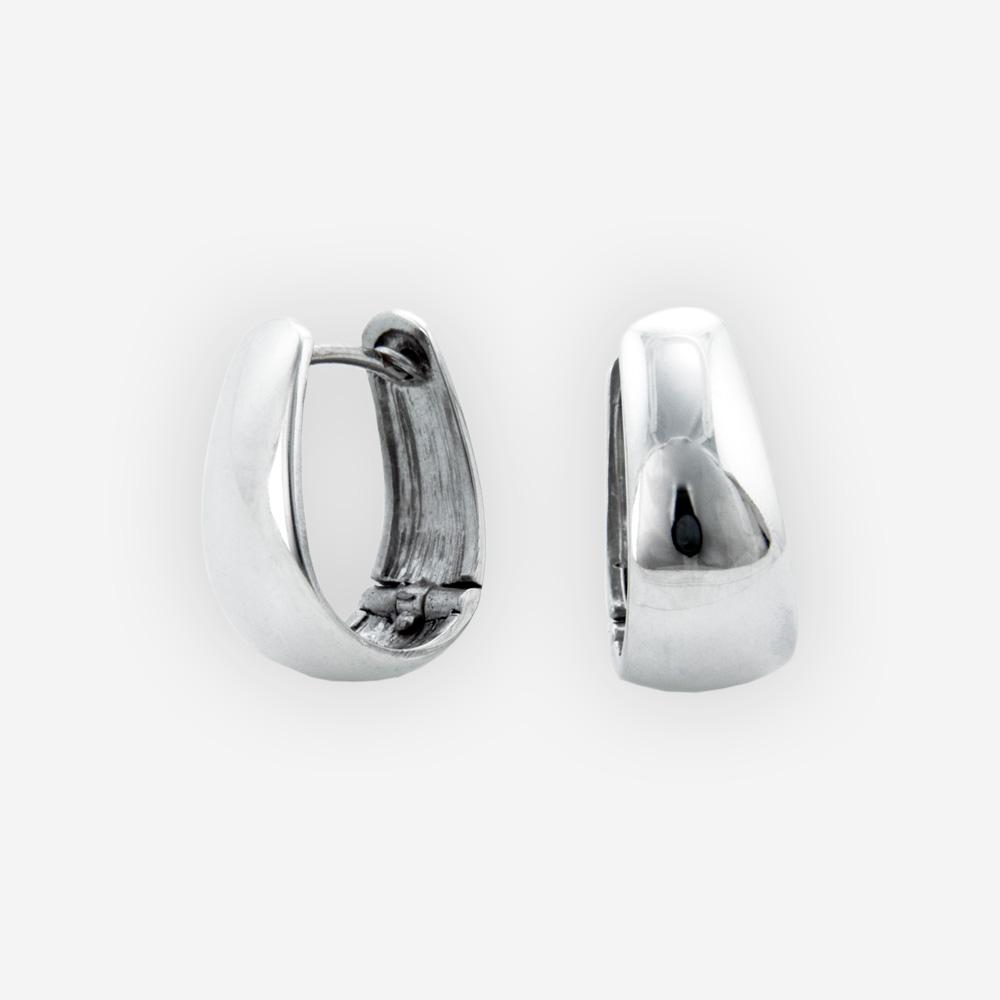 Pequeños aretes ovales de huggie hechos a mano en plata fina pulida 925.