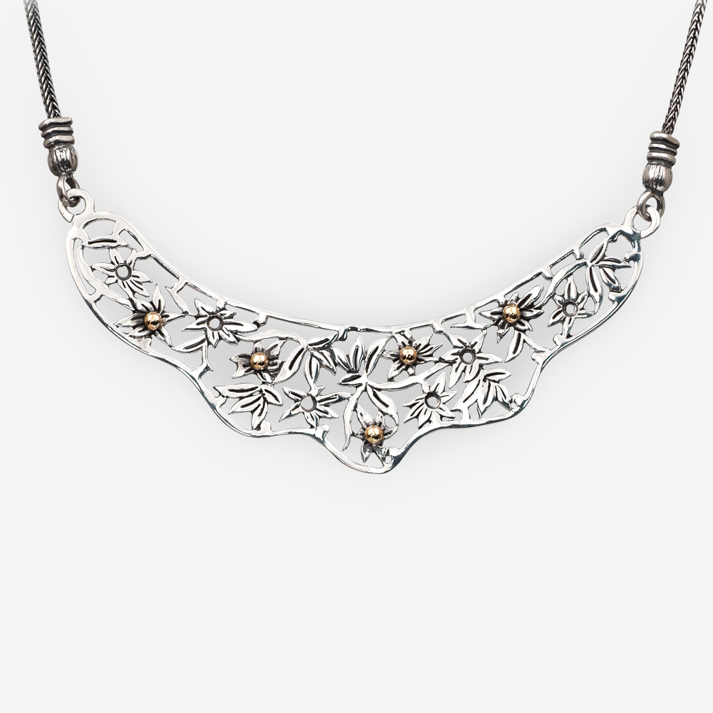 Collar de suroeste hecha a mano en plata .925 con detalles florales de oro.