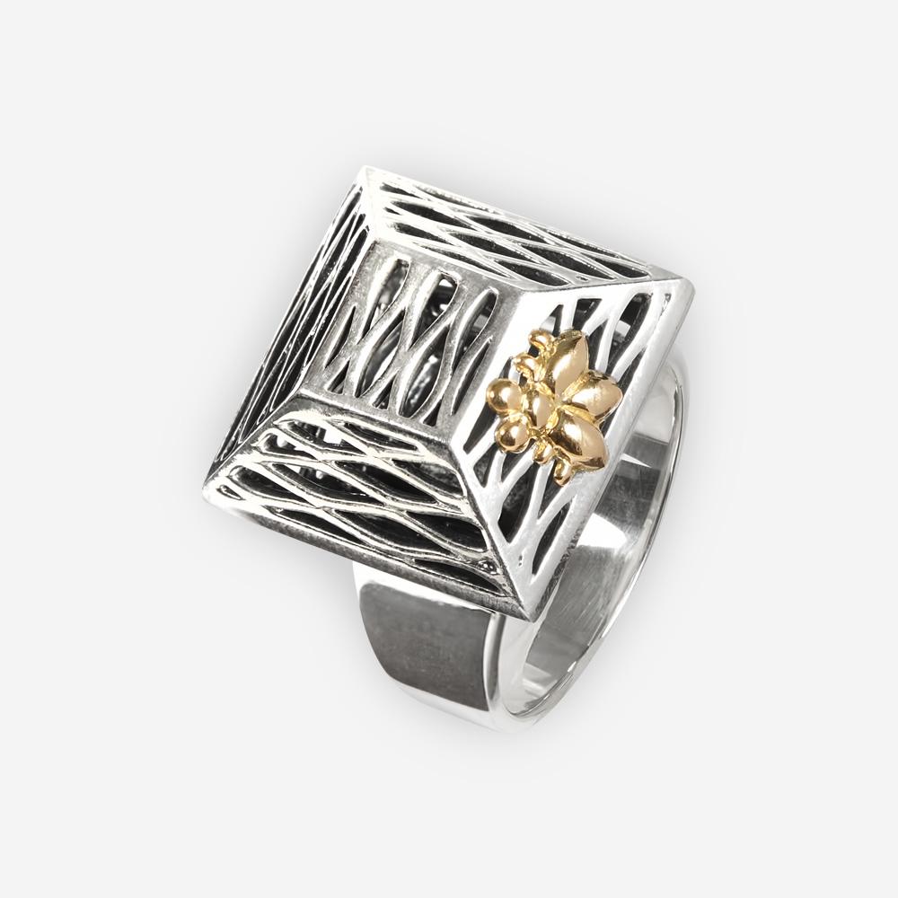 Anillo cuadrado de plata con una abeja dorada hecha de plata fina y oro de 14k.