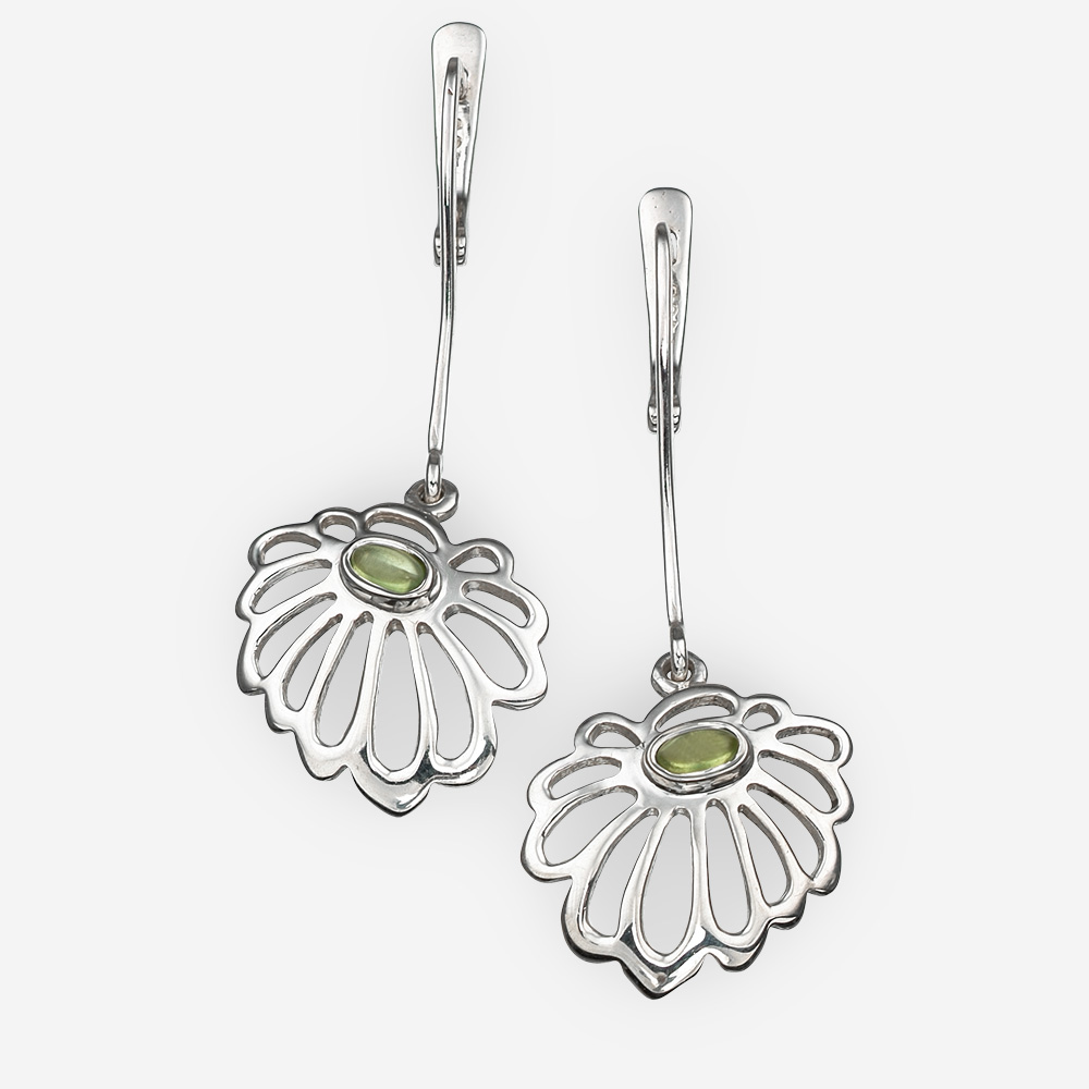 Sterling silver daisy earrings with peridot and lever back closures.