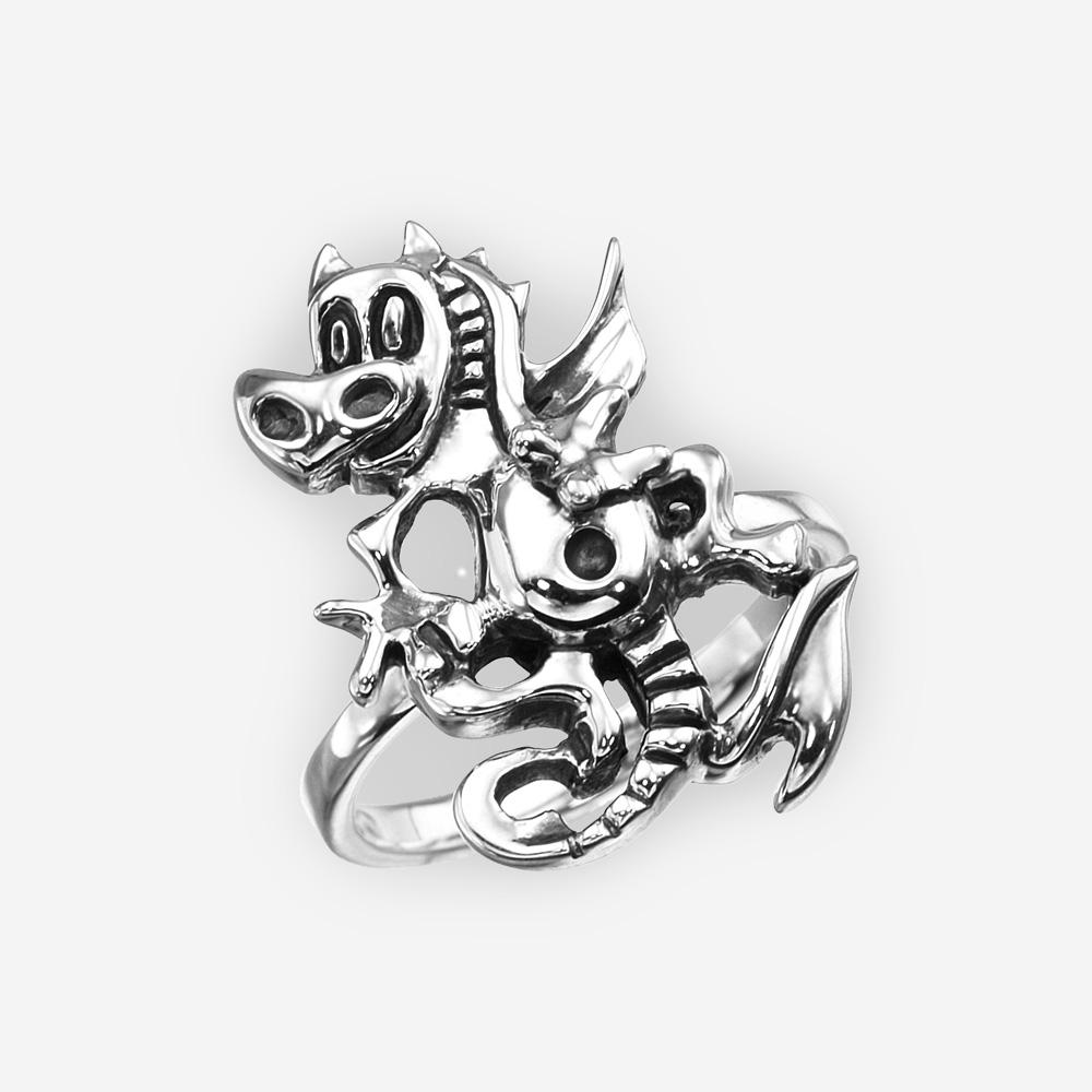 Anillo de dragón fantasía de plata Fina con un acabado oxidado.
