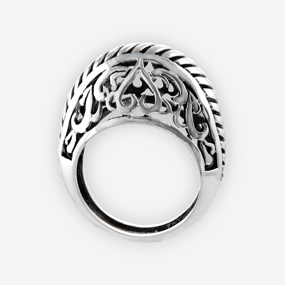 Anillo elegante se hace a mano de plata fina 925 y del final pulido.
