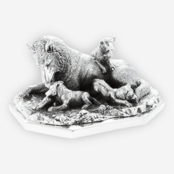 Escultura de Plata de una Loba jugando con sus críos,  hecha mediante proceso de electroformado