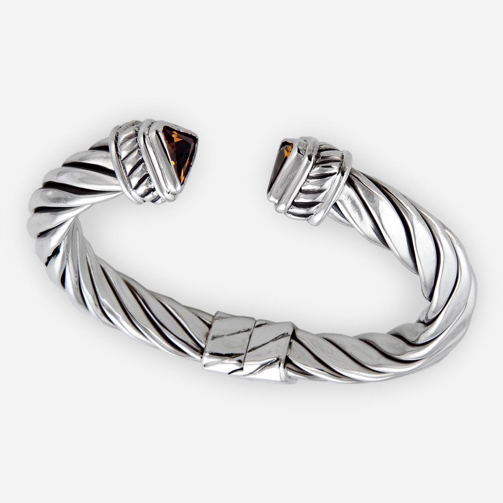 Brazalete de cable trenzado triangular con piedras preciosas hecho de plata fina .925.