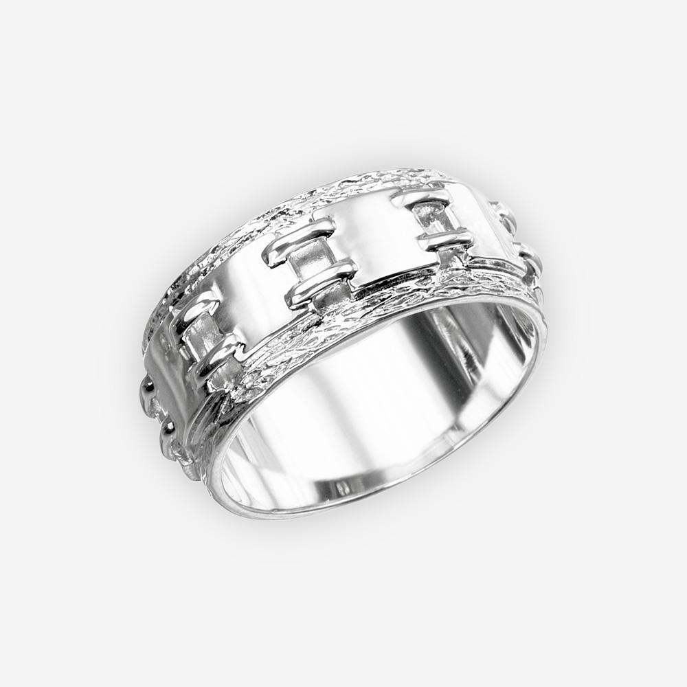 Anillo unisex de lazo de cadena de plata con los finales pulidos y texturizados.